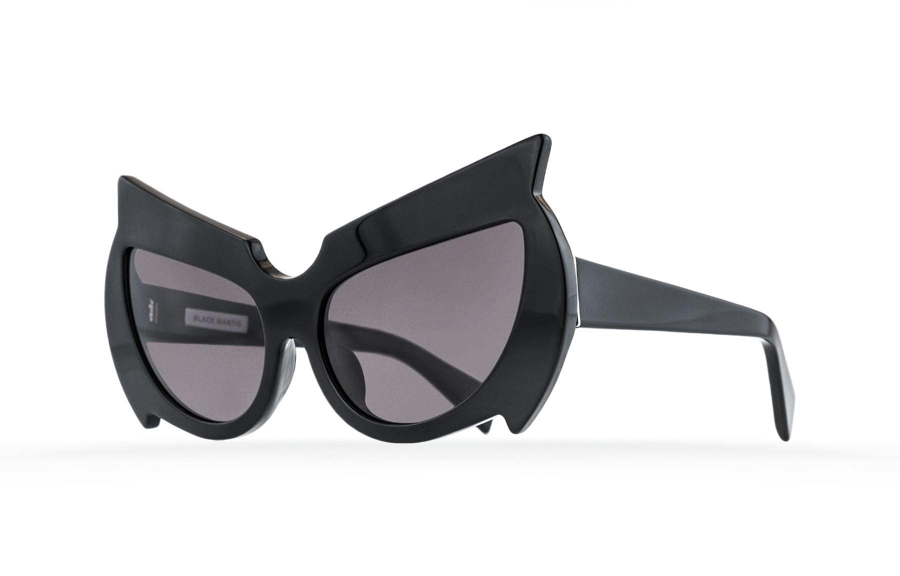 FAKBYFAK  Black Mantis Model 1. Black Code: 02/01/01
