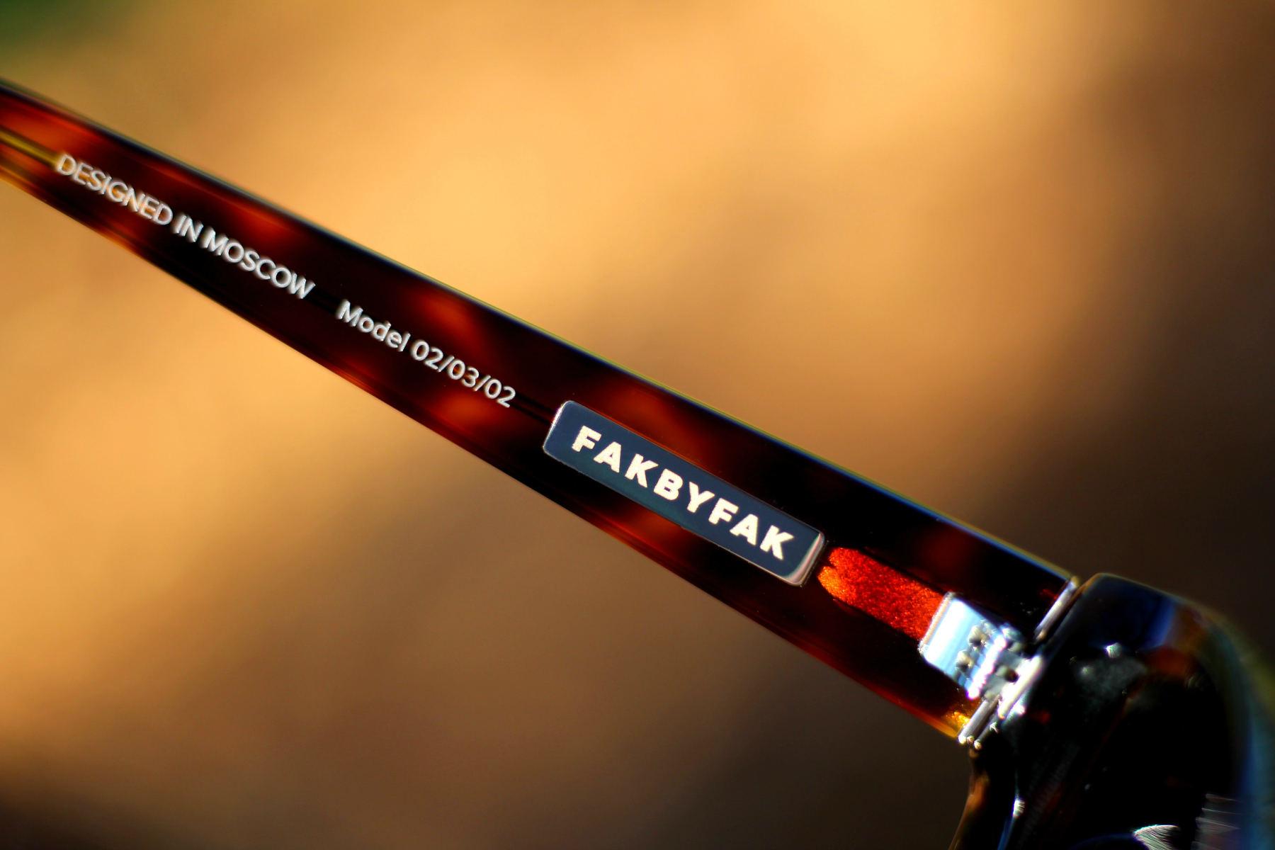 FAKBYFAK  Black Mantis Model 3. Tortoise Code: FBF-02-03-02